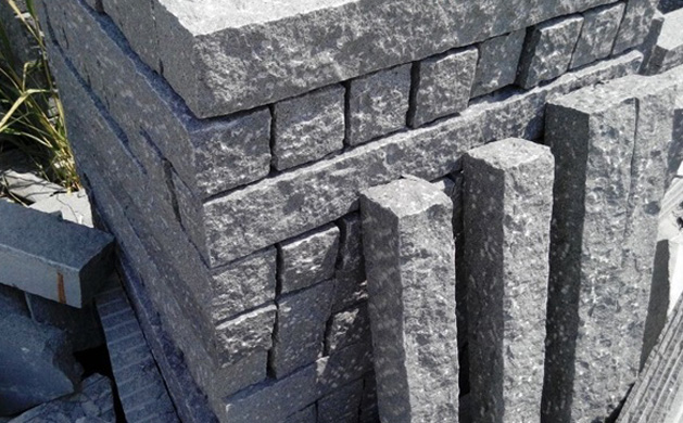 Granite cubes to the garden